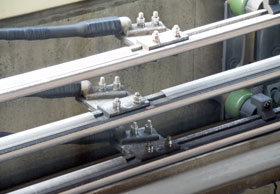 新交通システム用補助き電線分岐用圧縮端子
